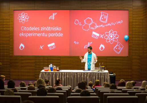 Scientific experiments parade for children of Citadele employees